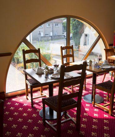 Salle du petit-déjeuner, hôtel la Grange de Condé en Moselle