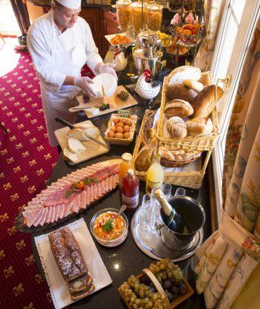 buffet petit-déjeuner, hôtel restaurant la Grange de Condé