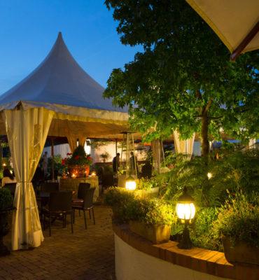 Terrasse en soirée, restaurant de la Grange de Condé à Condé-Northen